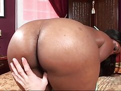 bootylicious ebony slut rides a everlasting pole