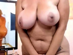 Curvy British Mom Masturbates on Cam