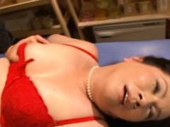Nude mature sweetheart Chizuru Iwasaki fucks nicely