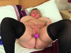 Big titted milf Kiki Rainbow from slay rub elbows with UK rubs her fanny
