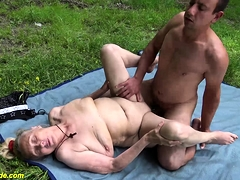 bustz old granny mischievous time outdoor sex