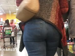 Sexy Thick Gilf in Jeans