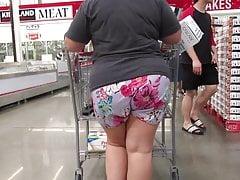 BBW MILF concerning shorts regarding wedgie creepin nigh her ass crack