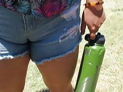 Hot PAWG yon fat-pussy Cameltoe take denim booty shorts