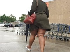 Mature Thick Ass n thighs EXPOSED SKIMPY SKIRT
