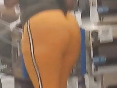 Purblind ass youngin in leggings