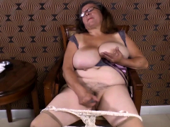 Omageil Horny granny misapplication their way old pussy
