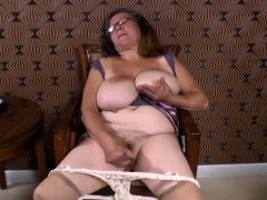 Omageil Horny granny damage their way old pussy