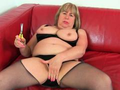 British gilf Alisha loves vibrating the brush clit with sex toy