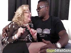 Black bloke sting a round ass BBW cougar