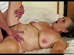 Hairy granny gets her pussy jizzed by horny young neighbour