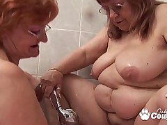 Team a few fat old grandmas fuck in the bathtub