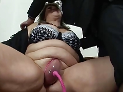 BBW mature gets her pussy pumped