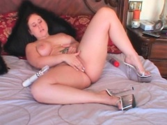 BBW naked hoe vibrating her lusty twat in bed