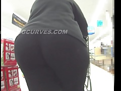 POWER WALKING BBW PAWG ON A SHOPPING MISSION