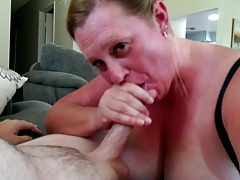 MILF floosie sucking stranger from Craigslist