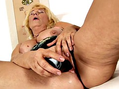 bbw granny toying the brush grown-up pussy