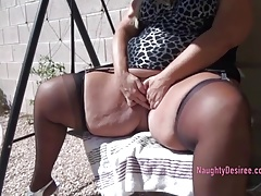 Desiree Pissing outdoors adjoining her come together
