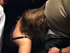 une grosse belge se fait sauter dans un sex-shop bbw trio